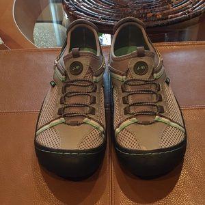 Keep J-41 all terrain sneakers size 6.5